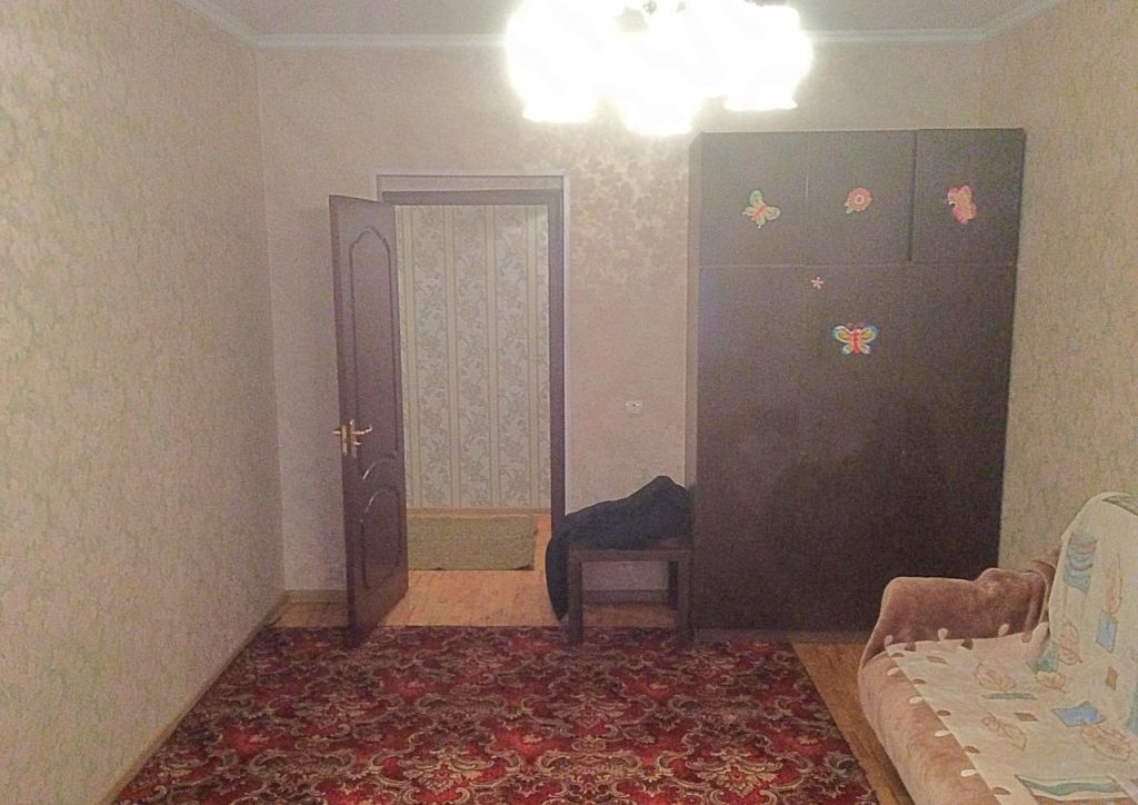 Аренда однокомнатной квартиры поселок городского типа Октябрьский, Школьная улица 1, цена 25000 рублей, 2021 год объявление №676059 на megabaz.ru