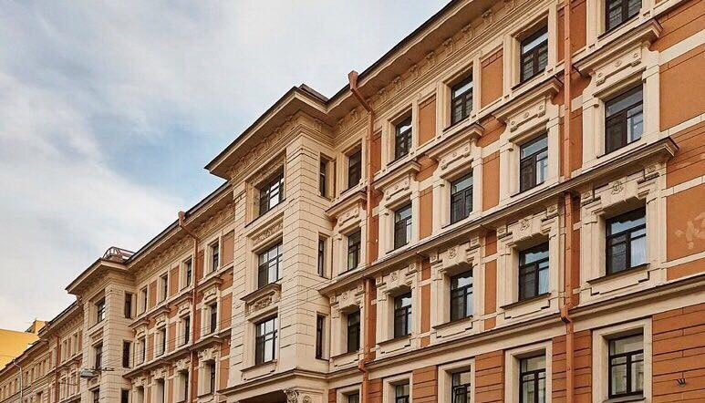 Аренда двухкомнатной квартиры Москва, метро Кузнецкий мост, Варсонофьевский переулок 6, цена 110000 рублей, 2021 год объявление №541277 на megabaz.ru