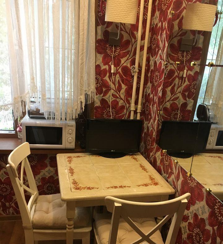 Аренда трёхкомнатной квартиры Москва, метро Чистые пруды, Чистопрудный бульвар 12к3, цена 85000 рублей, 2021 год объявление №767871 на megabaz.ru