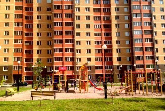 Продажа трёхкомнатной квартиры поселок городского типа Октябрьский, Школьная улица 1к2, цена 5500000 рублей, 2021 год объявление №184716 на megabaz.ru