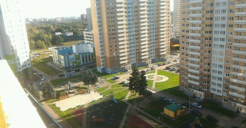 Аренда трёхкомнатной квартиры Москва, метро Пятницкое шоссе, Синявинская улица 11к3, цена 25000 рублей, 2021 год объявление №797287 на megabaz.ru