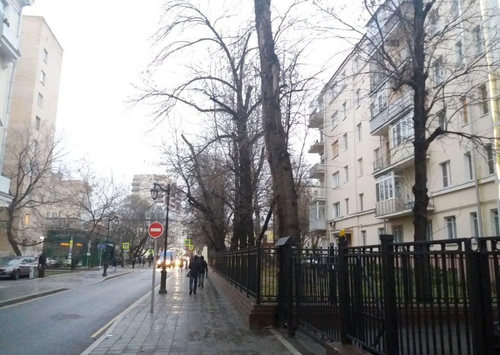 Аренда трёхкомнатной квартиры Москва, метро Тверская, Большая Бронная улица 8, цена 120000 рублей, 2021 год объявление №820744 на megabaz.ru
