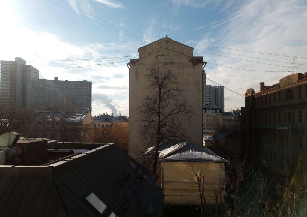 Аренда двухкомнатной квартиры Москва, метро Баррикадная, Трубниковский переулок 30с1, цена 150000 рублей, 2021 год объявление №831241 на megabaz.ru