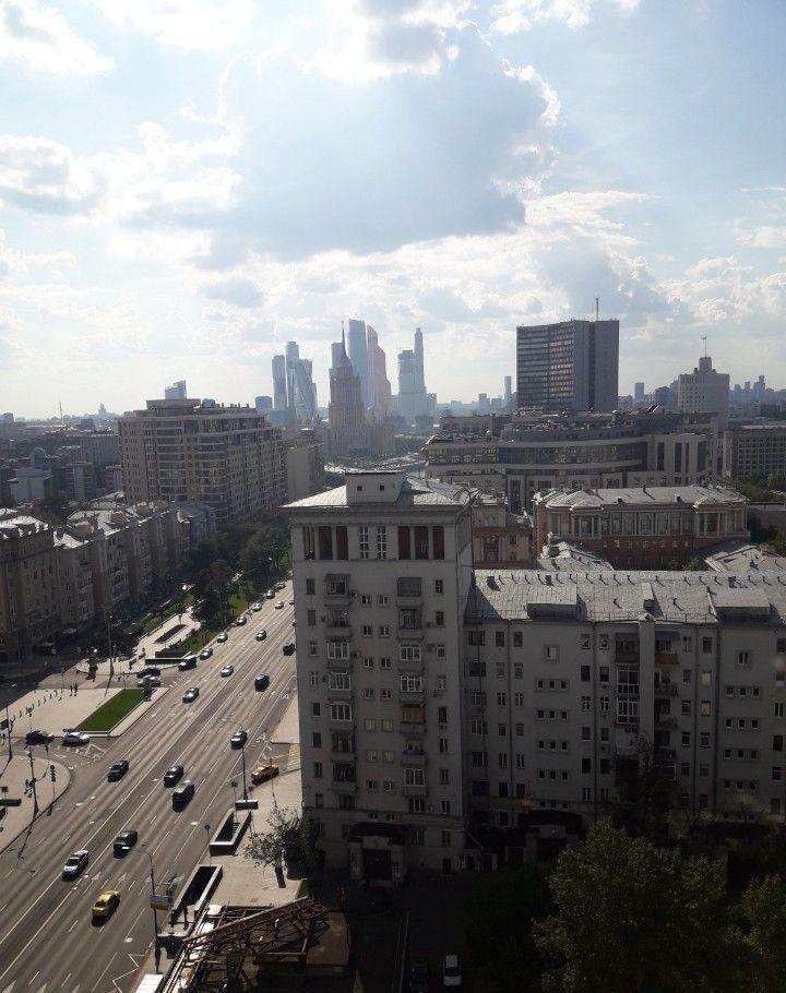 Аренда однокомнатной квартиры Москва, метро Баррикадная, улица Новый Арбат 26, цена 62500 рублей, 2021 год объявление №873529 на megabaz.ru
