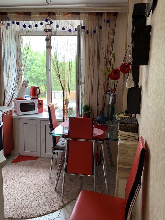 Продажа двухкомнатной квартиры рабочий поселок Оболенск, улица Строителей 2, цена 2200000 рублей, 2021 год объявление №276881 на megabaz.ru