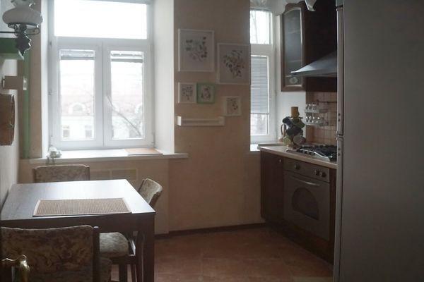 Аренда трёхкомнатной квартиры Москва, метро Тверская, Трёхпрудный переулок 6, цена 120000 рублей, 2021 год объявление №916167 на megabaz.ru