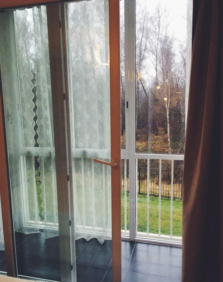 Аренда двухкомнатной квартиры поселок Вешки, Лиственная улица 3, цена 65000 рублей, 2021 год объявление №941328 на megabaz.ru