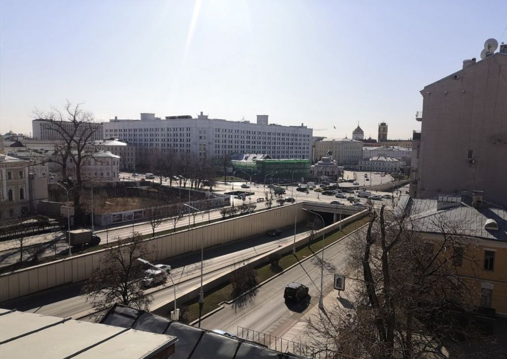 Аренда трёхкомнатной квартиры Москва, метро Арбатская, Никитский бульвар 7Б, цена 100000 рублей, 2021 год объявление №985631 на megabaz.ru
