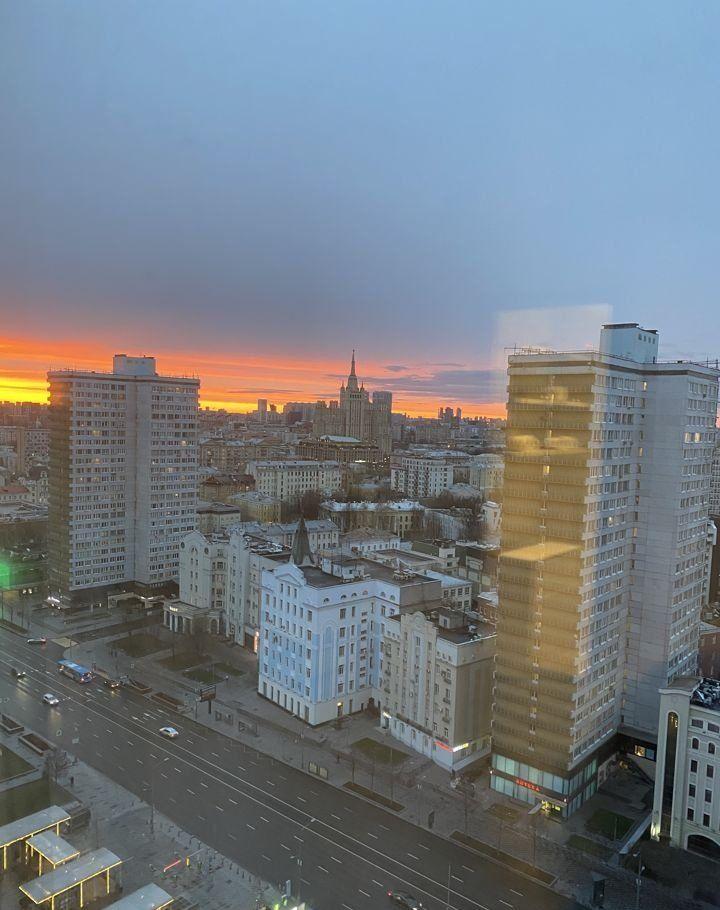 Аренда двухкомнатной квартиры Москва, метро Арбатская, улица Новый Арбат 15, цена 120000 рублей, 2021 год объявление №995965 на megabaz.ru